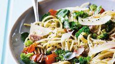 Perfekt für eilige Genießer – in nur 25 Minuten ist das Gericht fertig: Pasta mit Brokkoli und Thunfisch | http://eatsmarter.de/rezepte/pasta-mit-brokkoli-und-thunfisch