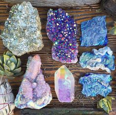 mineraliety: Glittery glistening gorgeousness in these aura. Minerals And Gemstones, Crystals Minerals, Rocks And Minerals, Stones And Crystals, Gem Stones, Crystal Magic, Crystal Grid, Crystal Aesthetic, Crystal Meanings