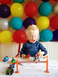 Or, what to do when you love decorating for birthdays but don't have a crafty bone in your sad little body, and also your budget is small-to-non-existent. Balloon walls tick ALL YOUR BOXES, B… Balloon Wall, Balloon Arch, Christening Party, When You Love, Birthday Balloons, Princess Party, E Design, Birthdays, Kids Rugs