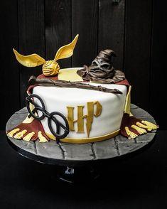Harry Potter Cake - Kuchen Rezepte Harry Potter Cake Diese ist die beste The post Harry Potter Cake appeared first on Kuchen Rezepte. Harry Potter Desserts, Gateau Harry Potter, Cumpleaños Harry Potter, Harry Potter Birthday Cake, Harry Potter Cakes, Blaise Harry Potter, Halloween Fingerfood, Harry Porter, How To Make Pie