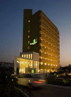 Lemon Tree Hotel, Hinjawadi, Pune welcomes you with cheery greetings, friendly smile and a whiff of the signature lemon fragrance.  http://www.lemontreehotels.com/lemon-tree-hotel/pune/hinjawadi-pune.aspx