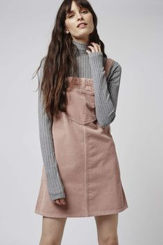 Robe tablier en velours côtelé rose MOTO - Topshop