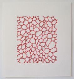 Emily Barletta – Untitled 19 – 2012 Broderie sur papier. La broderie est un art ancestral qui consiste à décorer un tissu en y appliquant des fils pour créer des motifs. Depuis quelque…