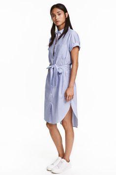 Vestido camisero: Vestido camisero en tejido vaporoso de algodón con estampado…