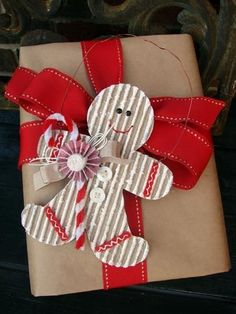 Adorable cardboard gingerbread man Christmas gift wrap embellishment❣
