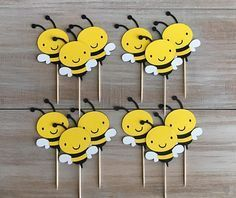 This Bumble Bee Cupcake Toppers. is just one of the custom, handmade pieces you'll find in our party supplies shops. Bumble Bee Birthday, Farm Birthday, Birthday Party Themes, Happy Birthday, Bee Crafts, Preschool Crafts, Crafts For Kids, Farm Cupcake Toppers, Bumble Bee Cupcakes