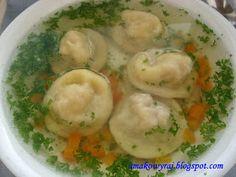 Smakowy Raj - blog kulinarny: Rosół z mięsnymi kołdunami Polish Recipes, Polish Food, Recipe Boards, Group Meals, Soup Recipes, Food And Drink, Dishes, Cooking, Ethnic Recipes