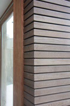 Thermohout gevelbekleding: hét alternatief voor tropisch hout! Wood Cladding Interior, Wooden Wall Cladding, Cedar Cladding, Wooden Facade, Siding Options, Farmhouse Architecture, Ceiling Art, Wood Detail, Home Structure