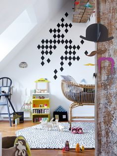 child's room with lots of details / Get started on liberating your interior design at Decoraid (decoraid.com).