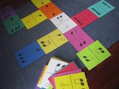 ·Dominote - Un dominó con notas para los más pequeños! http://sherylwelles.blogspot.com.es/2012/05/dominotes-notable-music-studio-style.html
