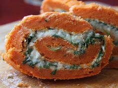 Rollo de pimientos del piquillo con rúcula y queso de cabra - Receta Entrante : Rollo de pimientos con queso de cabra por Ana maría