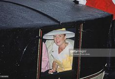 The Duchess Of York Smiling From Within A Royal Carriage At Royal Ascot Races Closed Coaches Are Used On Rainy Days Princess Diana Rare, Princess Beatrice, Sarah Duchess Of York, Duke And Duchess, Royal Ascot Races, Royal Crown Jewels, Eugenie Of York, Hm The Queen, Sarah Ferguson