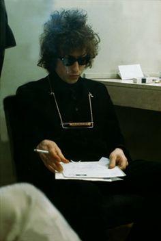Bob Dylan, backstage © Photos by Jean-Marie Périer. Bob Dylan, John Lennon Beatles, The Beatles, A Saucerful Of Secrets, Jazz, Blues, Joan Baez, Idole, Ringo Starr