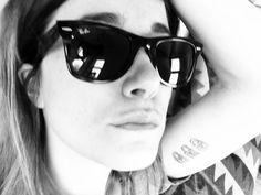 Cecilia Blankens i klassiska Wayfarers från Ray-Ban www. Milan Fashion Weeks, New York Fashion, Teen Fashion, Runway Fashion, Fashion Outfits, Fashion Tips, Fashion Trends, Winter Outfits, Summer Outfits