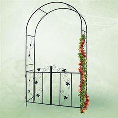 cvetlični lok z vrati je očarljiv in eleganten dodatek. Metal Garden Trellis, Pergola, Outdoor Structures, Deco, Arches, Wedding Ideas, Gardens, Rose Bush, Outdoor Pergola