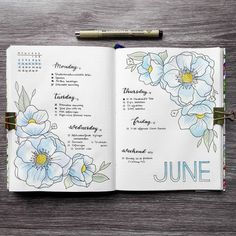 This week's spread. It took a while for me to figure out which color I wanted to give to the flowers, but I'm pretty happy with the baby…
