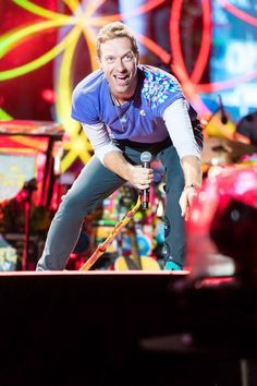 Chris Martin, Coldplay, AHFOD Tour, Cardiff, 11 July 2017.