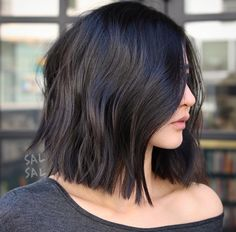 16 Of The `Delightful Blunt Bob Hairstyles 2019 You Might Wish to Have This Year. Here are Most Desired and Most gorgeous Bob Hairstyles 2019 for Women Worth Checking Out. Modern Bob Hairstyles 2019 for Women to Get A New Style This Year. Medium Hair Cuts, Short Hair Cuts, Medium Hair Styles, Curly Hair Styles, Blunt Haircut Medium, Medium Short Haircuts, Blunt Bob Hairstyles, Hairstyles Haircuts, Bob Hairstyles For Thick Hair