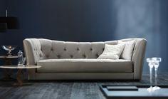 canape-de-luxe-canape-cuir-italien-beige-salon-avec-murs-bleus-salon-chic-meubles-d-interieur