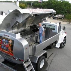 Oil Truck Turned into a Barbecue Grill - Serious Tailgating! Volkswagen, Vw Bus, Barbecue Grill, Barbacoa, Custom Trucks, Off Road, Big Trucks, Food Trucks, Motorhome