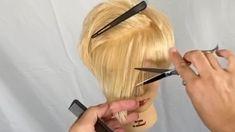 Hair Cutting Videos, Hair Cutting Techniques, Hairstyles For Medium Length Hair Tutorial, Curled Hairstyles, White Hair Highlights, Short Hair Cuts, Short Hair Styles, Hair Curling Tips, Balayage Hair Tutorial