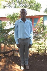Louner from Haiti enjoys soccer, singing and telling stories. His high school performance is above average. But as of today, he has been waiting over a year for a sponsor. Let's end his wait today!