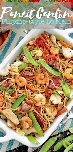 This special Pancit canton has squid balls, Chinese sausage, and chicken liver in addition to the chicken meat, shrimp and a medley of veggies. Filipino Recipes, Asian Recipes, Healthy Recipes, Ethnic Recipes, Filipino Food, Filipino Noodles, Pinoy Recipe, Asian Foods, Canton Noodles