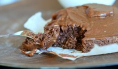 Havregrynskake med sjokoladeglasur  : 50 gram havremel 10 gram proteinpulver med sjokoladesmak 1-2 ts kakao 1 ss sukrin gold - eller sukrin 1/2 ts bakepulver 1 eggehvite 1 dl melk - eller 50/50 vann og melk 1 ss mager kesam/fruktmos/most banan - men kan også fint sløyfes 175 grader i 18-20 Krem:100 gram søtpotetpuré 5 gram kakao 10 gram proteinpulver med sjokolade - eller mer kakao hvis du ikke har proteinpulver 1/2 ts pulverkaffe En skvett melk 1 ss sukrin gold** Litt vaniljepulver