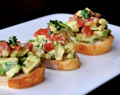 guacamole bruschetta - oh my heavens, two of my favorite things! Bruschetta and guacamole! Think Food, I Love Food, Vegetarian Recipes, Cooking Recipes, Healthy Recipes, Avocado Recipes, Cooking Tips, Easy Recipes, Healthy Snacks