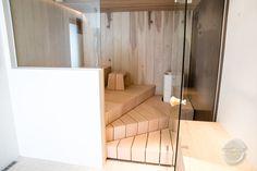 Vesiputoussauna - Puuartisti Finnish Sauna, Solid Wood, Projects To Try, Indoor, Bathroom, Saunas, Interior, Hobbit, Cabins