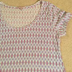 Gap tee Patterned Tshirt from Gap. Scoop neck, 60% cotton 40% polyester. GAP Tops Tees - Short Sleeve