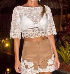 Marta Medeiros sempre arrasando em seus modelos Crochet Blouse, Crochet Motif, Crochet Top, Vestido Dress, Dress Skirt, Lace Dress, Nice Dresses, Amazing Dresses, Needle Lace