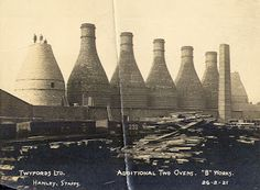 Information, images, movies and essays about the iconic Potteries Bottle Oven Old Photos, Vintage Photos, Old Pottery, B Words, Stoke City, Stoke On Trent, Where The Heart Is, Newcastle, Family History