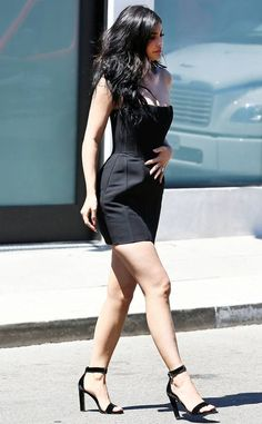 Photo from O Street Style de Kylie Jenner Kylie Jenner Daily, Kylie Jenner Photos, Looks Kylie Jenner, Kyle Jenner, Kylie Jenner Outfits, Kylie Jenner Style, Kylie Jenner Black Dress, Kendall Jenner, Black Dress With Heels
