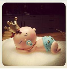 By mutlu dukkan- le petit prince- baby boy - baby shower cake topper- blue- dogum gunu pastasi- hosgeldin bebek- erkek cocuk- bebek - mavi - pasta susu- seker hamuru-butik pasta- king- crown- gold-