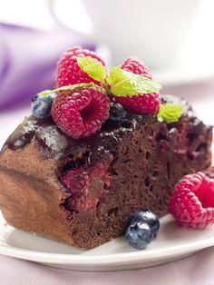 Questa torta cioccolato e lamponi è semplicemente favolosa, i lamponi all'interno la rendono morbida e il cioccolato golosissima.