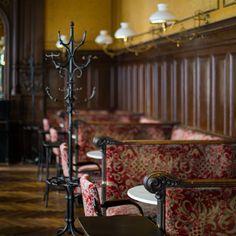 Coffee Shops, Kaffee To Go, Restaurant Bar, Vienna Austria, Interior And Exterior, Interior Ideas, Central Europe, Retail Design, Old World