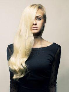 Foto di giovane donna bellissima con magnifici capelli biondi Archivio Fotografico