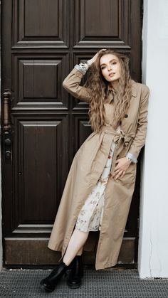 Stylish long coat ouffits for women. #longcoats Long Coat Outfit, Long Winter Coats, Blonde Women, Stylish Outfits, Street Style, Photographs, How To Wear, Beautiful, Woman