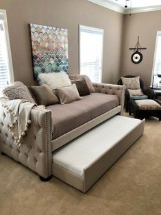 17 unique DIY daybed ideas Perfect for a multi-purpose unique DIY daybed ideas Perfect for a multi-purpose roomThe best and most stylish day beds!So many stylish twin daybed options! Love those with trundles (an Room Ideas Bedroom, Bedroom Sets, Bedroom Decor, Bedroom With Couch, Daybed Bedroom Ideas, Day Bed Decor, Bedroom Designs, Modern Bedroom, Bedding Sets