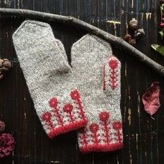 Margaret's Two-tone Mittens [Red] Knitted Mittens Pattern, Knit Mittens, Knitted Gloves, Knitting Socks, Knitting Designs, Knitting Projects, Knitting Patterns, Crochet Patterns, Wrist Warmers