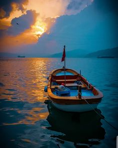 İstanbul Landscape Pictures, Landscape Paintings, Classic Wooden Boats, Fantasy Background, Boat Art, Moon Painting, Dream City, Illusions, Istanbul