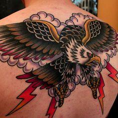 thievinggenius: Tattoo done by Gabriel Pantoja. Phoenix Tattoo Design, Skull Tattoo Design, Dragon Tattoo Designs, Tribal Tattoo Designs, Eagle Back Tattoo, Eagle Tattoos, Wing Tattoos, Traditional Tattoo Old School, Traditional Tattoo Art