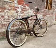 Look at the rear fender. Old Bicycle, Cruiser Bicycle, Cool Bicycles, Cool Bikes, Rat Bikes, Custom Cycles, Custom Bikes, Lowrider Bicycle, Bicycle Types
