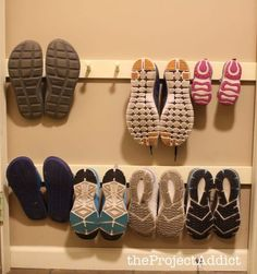 Insanely Clever Bedroom Storage Hacks And Solutions diy shoe storage hack made from wall-mounted boards with pegs. Lots of storage ideasdiy shoe storage hack made from wall-mounted boards with pegs. Lots of storage ideas Shoe Storage Hacks, Wall Mounted Shoe Storage, Diy Storage Projects, Hanging Shoe Rack, Hanging Shoes, Diy Shoe Rack, Wall Storage, Bedroom Storage, Storage Ideas