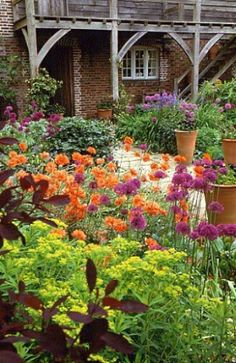 this is so lovely- I love the colors and the large pots