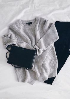 minimalist Slouchy jumper with black skinny jeans and a small bag. Simple elegance