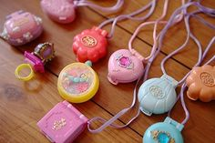 Remember these? I loved Polly Pocket! 90s Toys, Retro Toys, Vintage Toys, 90s Childhood, My Childhood Memories, Polly Pocket World, Alluka Zoldyck, Susanoo Naruto, Never Grow Up