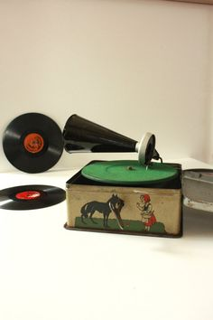 Vintage Bing Pigmyphone Tin Toy Record Player by TriBecasVintage
