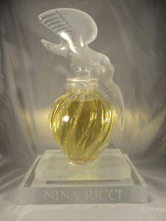 Lalique Nina Ricci Perfume Bottle Sold for $699.47 Bidders 15 Lalique Perfume Bottle, Vintage Perfume Bottles, Parfum Paris, Best Perfume, Bottle Design, Smell Good, Teapots, Beauty Secrets, Air
